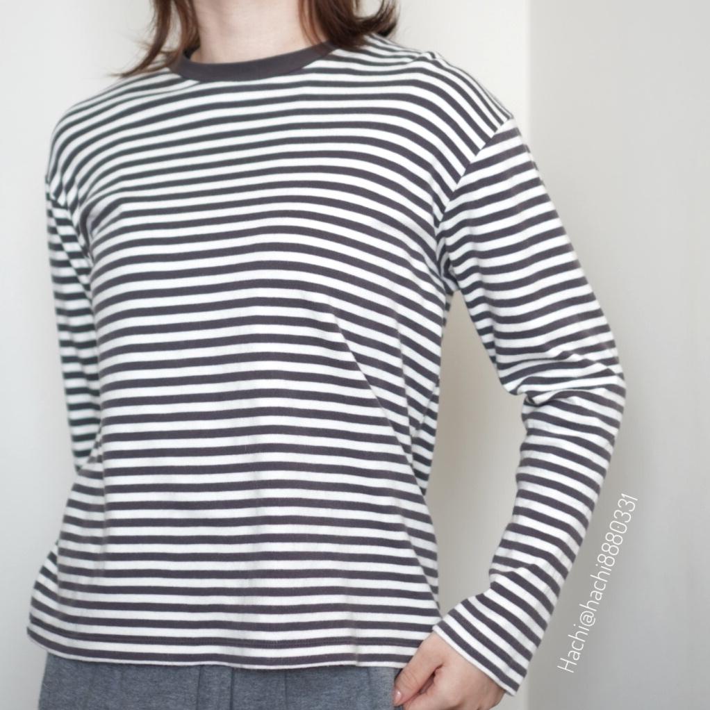無印良品のインド綿スムース編みクルーネック長袖Tシャツ着用画像