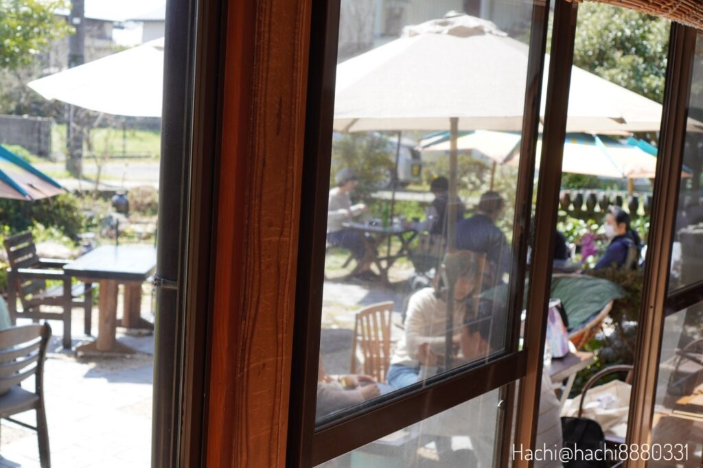 室内から見る光風堂オープンテラス